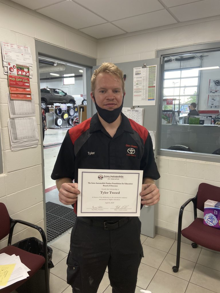 Tyler Tweed receives his IAD Foundation scholarship.